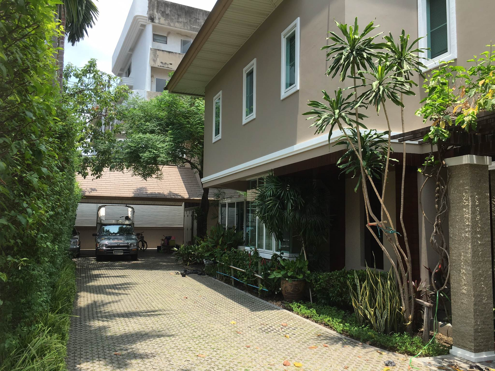 Hot Property - BHA17052316